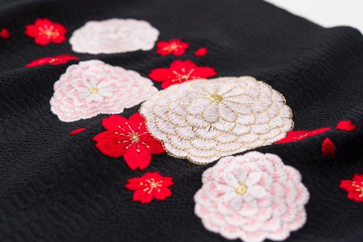 新品帯揚げ 刺繍 菊と桜のサムネイル画像