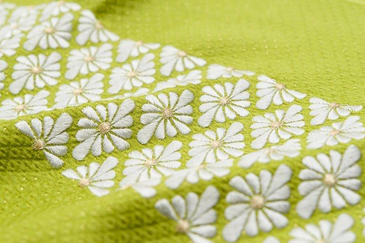新品帯揚げ 刺繍 菊花菱 抹茶のサムネイル画像