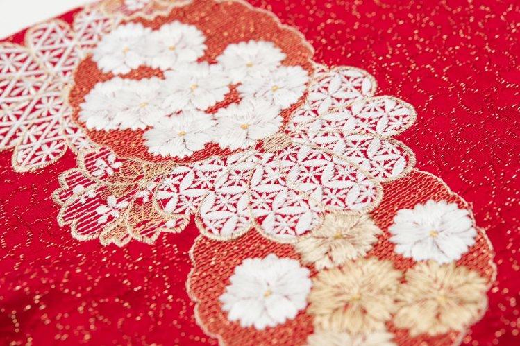 新品帯揚げ 刺繍 雪輪に八重桜 赤のサムネイル画像