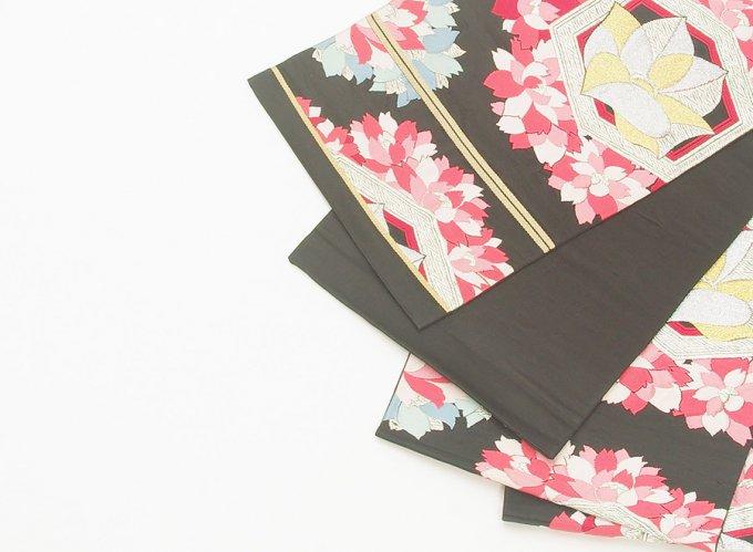 袋帯●黒地 亀甲に花のサムネイル画像