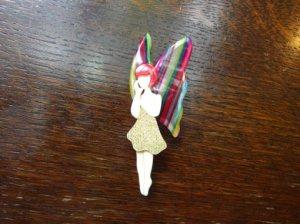 LEA STEIN リースタイン フェアリーブローチ 虹色の羽根(S7101)