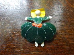 LEA STEIN リースタイン スカートの女子のブローチ 緑(S7102)