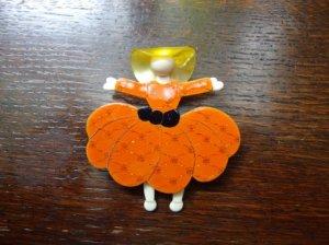 LEA STEIN リースタイン スカートの女子のブローチ オレンジ(S7103)