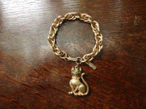パールのネックレスをした猫のチャームブレスレット(S7199)