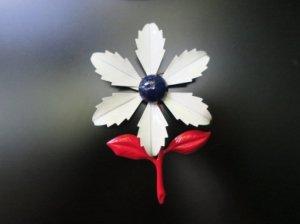トリコロールカラーのエナメルフラワーブローチ ギザギザ花びら(S7634)
