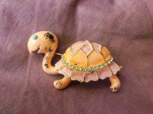 Hattie Carnegie ピンクの花びら亀のブローチ(S7839)