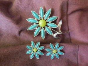 AVON ターコイズブルーのお花のイヤリング・ブローチセット(S7846)