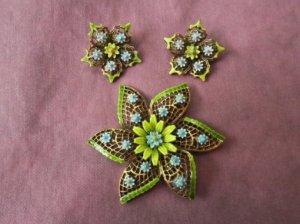 ART社 水色のお花がちょんちょんのイヤリング・ブローチセット(S7849)