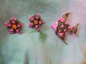 ART お魚のブローチとお花のイヤリングのセット ピンク(S7851)