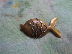 ぷるっと唇のお魚のブローチ兼ペンダントヘッド(S7881)