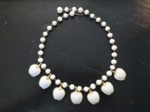 trifari ミルクガラスのリンゴのネックレス(S7975)