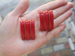 プラスチック 赤いイヤリング(S8210-1)