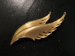 trifari 金の翼のブローチ(S8262)