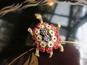HAR 花咲きカメのブローチ(S8337)