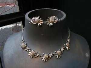 trifari アザミのネックレスとイヤリングのセット(S)