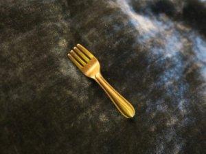 JJ 金のフォークのピンブローチ(S8299-3)