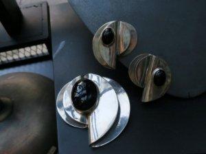 シルバーとオニキスのオーバルイヤリングとブローチのセット(S8194)