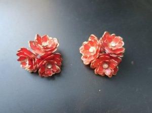 赤いお花のイヤリング(S8)