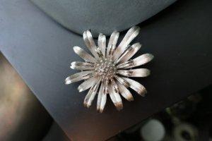 trifari タンポポみたいな花のブローチ(S8425-1)