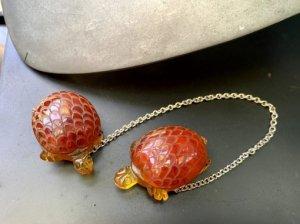 ベークライト 亀のドレスクリップ チェーン付き(S8203)