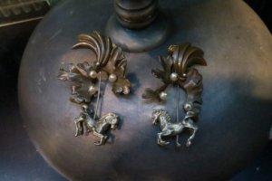 パールと馬のイヤリング(S8453)