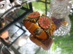 ベークライト  お花の彫りが並んだバングル(S8216)