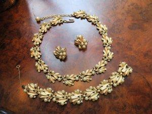 trifari どんぐりの葉っぱのネックレス、イヤリング、ブレスレットのセット(S8489)