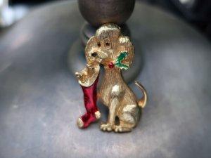 GERRY'S クリスマスソックスを加える犬のブローチ(S8561)