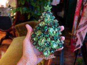 チェコ 大きな緑のクリスマスツリー(S8526)