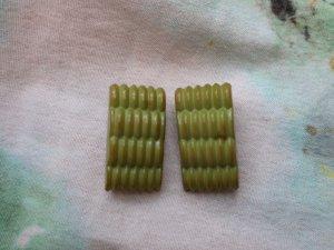 オリーブグリーンのプラスチックイヤリング(S8690)