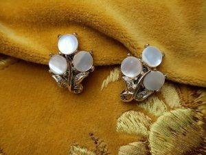 シェルが3枚の白いイヤリング(S8682-7)