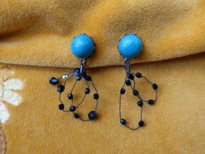 ブルーのビーズとワイヤーが揺れるイヤリング(S8681-6)