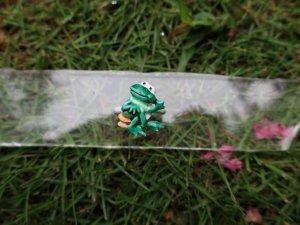 JJアレンジ エナメルポーズを決めるカエルのリング(S8461)