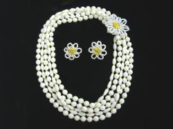 Hattie Carnegie ホワイトグラスビーズイヤリングネックレスセット(S2184)