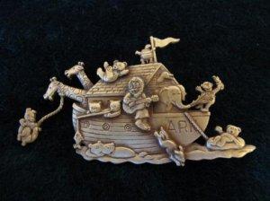 JJ ノアの方舟ブローチ ゴールド(S5285)