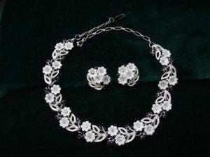 ヴィンテージ 白いお花のネックレス&イヤリングセット(S6346−2)