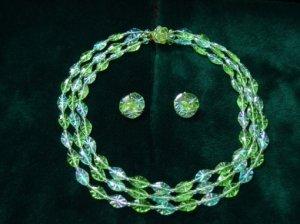 ヴィンテージ  黄緑と水色のキラッとプラスチックのネックレス&イヤリングセット(S6911)