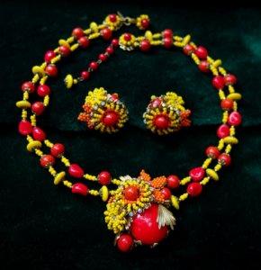 ミリアムハスケル 赤・黄・オレンジグラスフラワーネックレス&イヤリングセット(S6885)