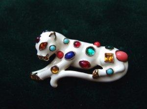 ヴィンテージ ケネスジェイレーン宝石をまとったパンサーのブローチ(S7036)