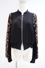 <img class='new_mark_img1' src='https://img.shop-pro.jp/img/new/icons14.gif' style='border:none;display:inline;margin:0px;padding:0px;width:auto;' />LOKITHO 21AW FLOWER EMBROIDRED SHIRT ブラック×レッド