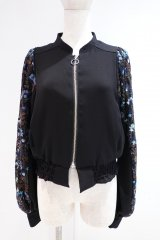 <img class='new_mark_img1' src='https://img.shop-pro.jp/img/new/icons14.gif' style='border:none;display:inline;margin:0px;padding:0px;width:auto;' />LOKITHO 21AW FLOWER EMBROIDRED SHIRT ブラック×ブルー