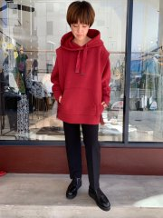 <img class='new_mark_img1' src='https://img.shop-pro.jp/img/new/icons14.gif' style='border:none;display:inline;margin:0px;padding:0px;width:auto;' />AULA AILA 21AW BACK TULLE HOODIE レッド