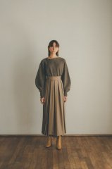 <img class='new_mark_img1' src='https://img.shop-pro.jp/img/new/icons14.gif' style='border:none;display:inline;margin:0px;padding:0px;width:auto;' />CLANE 21AW HALF PLEATS SKIRT