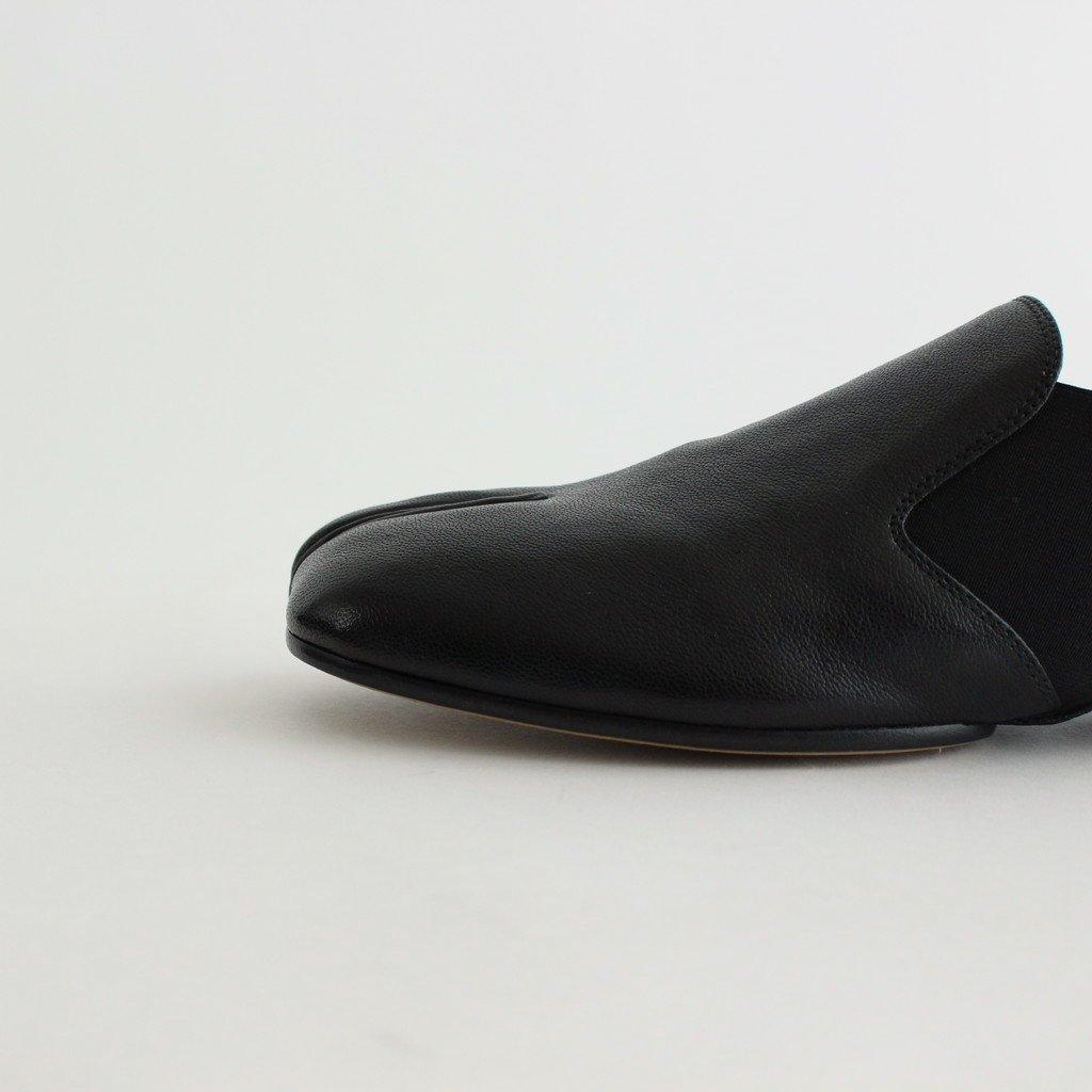 TABI LEATHER SLIP ON #BLACK [S37WP0121]