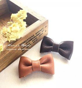 (cp-81) 本革 リボン キャメル x チョコ  ナチュラル 可愛い スカーフ留め コサージュ ブローチ♪(ハンドメイド)