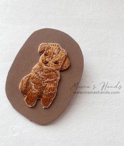 (cp-983) プードル ヌメ 革 茶色 刺繍 ブローチ(ハンドメイド)