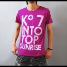【インパクトカラーでたまには違った自分を見せる】ビッグフォントプリント メンズ半袖Tシャツ