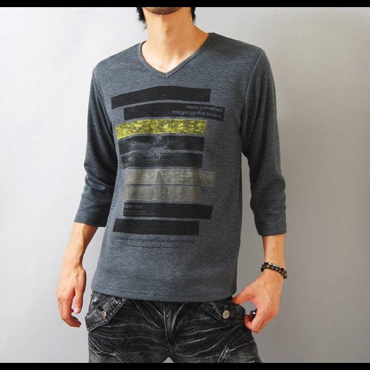 【モードな印象も引き出すシャープ&スタイリッシュ】ボーダープリント・メンズ七分袖VネックTシャツ