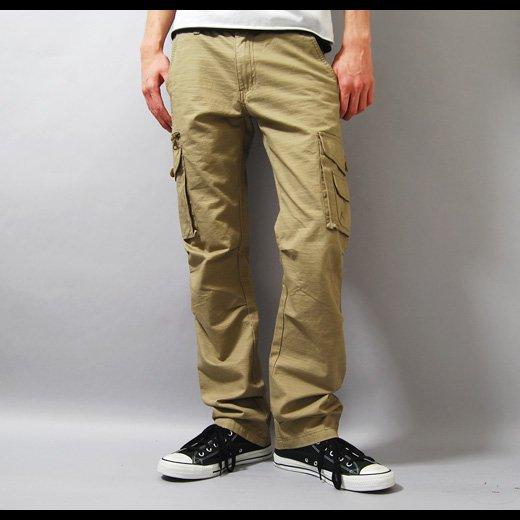 【着こなしのバリエーションが広がる柔らかな印象のベージュカーゴ】ドビー織り・7ポケットカーゴパンツ
