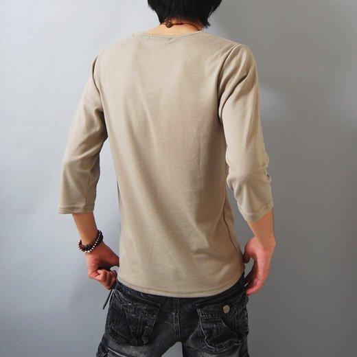 【ナチュラルな雰囲気のアースカラーは合わせやすさ抜群!】フォトプリント・ゆる首 メンズ七分袖Tシャツ詳細2